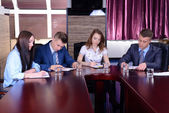 Gente de negocios trabajando en la sala de conferencias — Foto de Stock