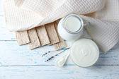 Homemade yogurt and tasty Tasty crispbread on wooden table background — Stock Photo