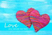 Cœur décoratif sur fond en bois — Photo