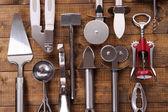 Metal mutfak eşyaları üzerinde tablo yakın çekim — Stok fotoğraf