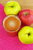 Healthy fresh juice of apples close up — Stockfoto