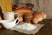 Smakelijke meel producten close-up — Stockfoto