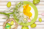 Easter table setting with tulips and eggs — Stock Photo