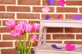Composition with bouquet of tulips in vase, on ladder, on wall background — Foto Stock