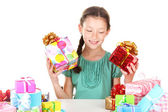 Beyaz izole hediyeler ile küçük kız — Stok fotoğraf