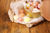 Sweet candies in metal can, on wooden background — ストック写真