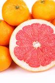 Maduras dulces mandarinas y pomelos, aislados en blanco — Foto de Stock