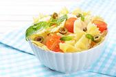 美味的意大利面与板西红柿上表特写 — 图库照片