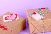 Caixas de presente de papel na cor de fundo — Foto Stock