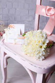 Beautiful wedding still life with bouquet on wooden chair — Foto Stock