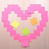 Heart made of adhesive note close-up — Stock Photo