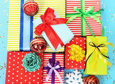 Many colorful presents with luxury ribbons  on color  background — Stockfoto
