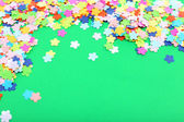 Confetti on green background — 图库照片