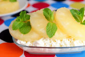 Bowl of tasty cottage cheese with pineapple, close up — Stock Photo