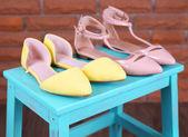 Schuh-Regal mit Damenschuhe — Stockfoto
