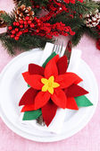 Christmas table setting with festive decorations close up — Stock Photo