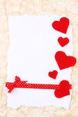 Fundo romântico bonito com corações decorativos — Foto Stock