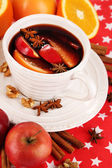 Fragrant mulled wine in bowl on napkin close-up — Stock Photo