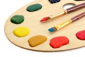 Paleta de arte em madeira com pintura e brushe — Fotografia Stock
