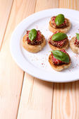 与意大利腊肠美味小吃 — 图库照片
