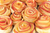 Tasty puff pastry with apple shaped roses on plate close-up — Stock Photo