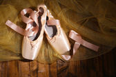 Ballet pointe shoes on wooden background — Stock Photo