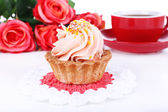 Tasty cake on table close-up — Stockfoto