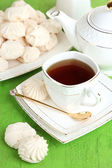 Cup of tea with meringues on table close-up — Stockfoto