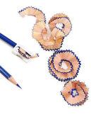 Potloden en potlood krullen, geïsoleerd op wit — Stockfoto