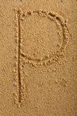 Alphabet letter written on wet beach sand — Stockfoto