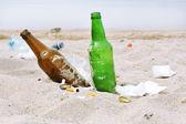 Skräp på stranden — Stockfoto