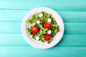 Salad made with arugula, tomatoes, cheese mozzarella — Stock Photo