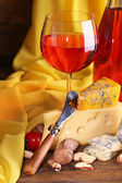 Pink wine and different kinds of cheese — Stock Photo