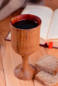 Cup of wine and bread on table close-up — Stok fotoğraf