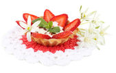 Tasty tartlet with strawberries isolated on white — Foto Stock