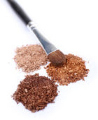 Crushed eyeshadow and professional make-up brush isolated on white — Stock Photo