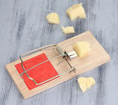 Mousetrap with cheese on wooden background — Stock Photo