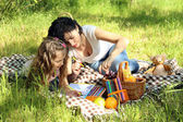 Happy mom and daughter. Picnic in the green park — Stock Photo