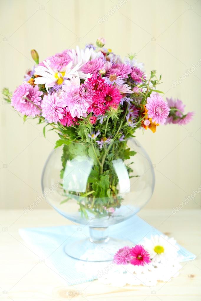 полевые цветы в вазе