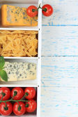 Italian products in wooden box on table close-up — Stock fotografie