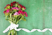 Beautiful bouquet with lace ribbon on wooden background — ストック写真