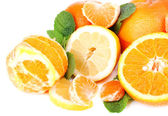 Fresh citrus fruits with green leaves isolated on white — Stock fotografie
