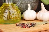 Sada přísad a koření k vaření na dřevěný stůl na hnědé pozadí — Stock fotografie