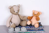 Teddy bears on shelf in room — Foto Stock