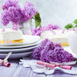 Delicious dessert with lilac flowers — Stockfoto