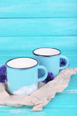 Cups of milk and cornflowers on wooden table — 图库照片