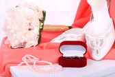 Beautiful wedding composition with bouquet close up — Stock Photo
