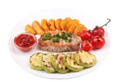 Grilled steak and grilled vegetables on plate, isolated on white — 图库照片
