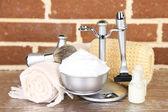Male luxury shaving kit on shelf, on bricks wall background — Photo