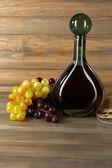 красивый натюрморт с бутылкой вина — Стоковое фото